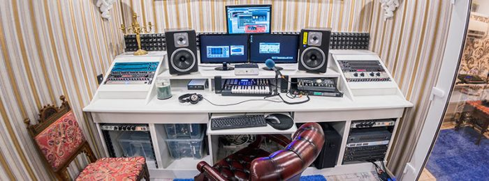Запись группы в студии звукозаписи