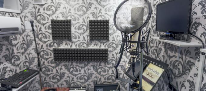 Микрофон Neumann на студии звукозаписи