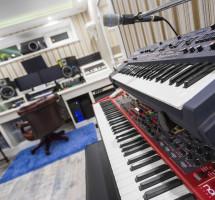 Roland и Nord Stage 2 – Вид на студию