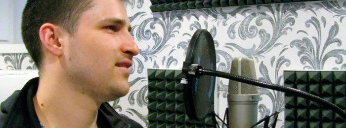 Запись песню в студии звукозаписи